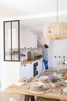 Nordic home in Madrid - Home Design & Interior Ideas New Kitchen, Kitchen Decor, Kitchen Ideas, Kitchen Dining, Stylish Kitchen, Kitchen Small, Dining Area, Ikea Dining, Boho Kitchen