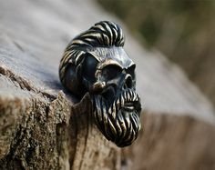 Crâne barbu longe perles grand trou de bronze. Perles en