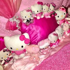 Hello Kitty My Melody, Hello Kitty Items, Sanrio Hello Kitty, Emo Princess, Kawaii Room, Retro Aesthetic, Aesthetic Clothes, Everything Pink, Indie Kids