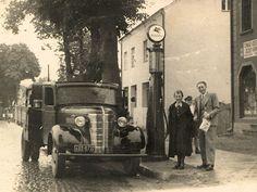 """Samochód ciężarowy Chevrolet 157"""" TD na stacji benzynowej Standard-Nobel w Rumii, lata 30-te XX w."""