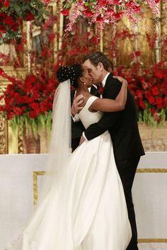 "Olivia (Kerry Washington) and Fitz (Tony Goldwyn) at their wedding in Scandal 6x10 ""The Decision"""