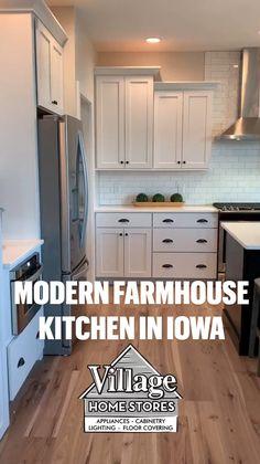 Kitchen Cabinet Styles, Kitchen Redo, Home Decor Kitchen, Blue Kitchen Ideas, Diy Kitchen Makeover, Small Kitchen Cabinet Design, Small Kitchen Makeovers, Small Kitchen Renovations, Kitchen Cabinet Layout