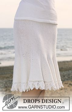 """DROPS skirt in garter st in """"Baby Merino"""" knitted from side to side with shortened rows. Size S - XXXL ~ DROPS Design"""
