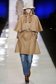 See the complete Tommy Hilfiger Fall 2009 Ready-to-Wear collection.