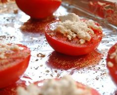 Tomatoes broiled with Feta and Italian Seasoning This could possible be the EASIEST and TASTIEST appetizer / side dish / finger food ever. Feta Cheese Recipes, Veggie Recipes, Low Carb Recipes, Healthy Recipes, Italian Finger Foods, Plum Tomatoes, Cherry Tomatoes, Pasta Bar, Yummy Appetizers