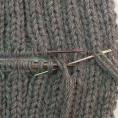 Grafting sur côtes 2/2 Rubrique:Techniques de base, grafting cotes Pour une mordue des snoods comme moi, il était indispensable de maîtriser l'art du grafting. En effet, c'est le seul et unique moyen d'assembler de manière invisible les deux extrémités d'un snood tricoté à l'horizontale en va et vient (lorsqu'on tricote en rond, la question ne se pose pas).