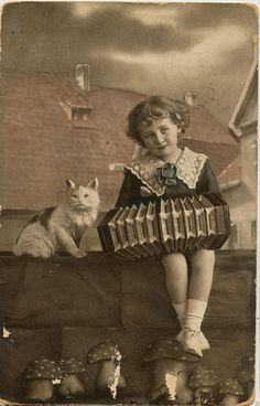 Girl accordion cat (meisje accordeon poes) 1920 by janwillemsen, via Flickr