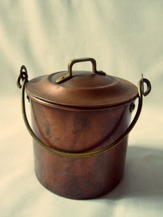 Antique Weathered Copper Pot, Italian, Mediterranean via Etsy. Copper Art, Copper And Brass, Copper Color, Antique Copper, Kelly Wearstler, Plywood Furniture, Copper Kitchen, Rustic Kitchen, Color Cobre