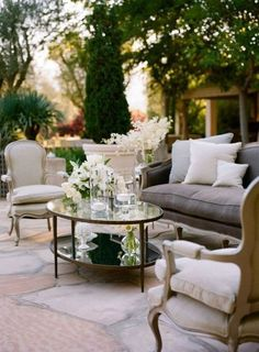 such an elegant outdoor space