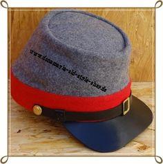 CS Chasseur Kepi grau rotes Band Material: außen reine Wolle, innen reine Baumwolle Schirm und Schweißband Leder.