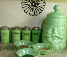"Jeanette or Anchor Hocking's ""Jadeite FireKing"" Jade Green Opaque Milk Glass, Depression Glass, Vintage Kitchenware, Vintage Dishes, Vintage Glassware, Vintage China, Vintage Canisters, Vintage Pyrex, Vintage Green, Green Milk Glass, Kitchen Trends"