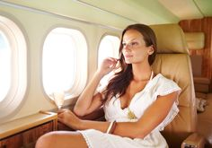 Skin Care DIY Illustration Description A good in-flight skin-care routine is key. This is how a beauty editor ensures her skin looks great when she lands. Beauty Care, Beauty Hacks, Beauty Tips, Beauty Products, Skin Products, Beauty Ideas, Flying First Class, Luxury Private Jets, 54 Kg