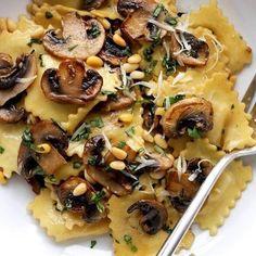 Mushrooms ravioli. #daylyfoodfeed #daylyfood #foodtruck #foodtour #foodtime #pasta #ravioli #italianfood #homefood #homemade #homecooking #cookingclass #homemadepasta #foodism #foodies #foody #foodiswow #foodideas #saraskitchen
