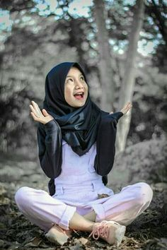 Horeee. Casual Hijab Outfit, Hijab Chic, Anime Muslim, Girl Hijab, Muslim Girls, Bff Pictures, Beautiful Hijab, Hijab Fashion, My Style