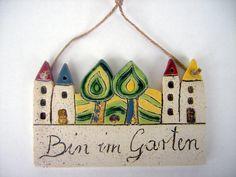 Gartenschild ♥Bin im Garten♥ Keramik 13,5 x 8cm von Beck-Keramik auf DaWanda.com