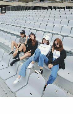 Gli Arcani Supremi (Vox clamantis in deserto - Gothian): Denim trendy outfits for 2018 and 2019 Korea Fashion, Fashion Week, Asian Fashion, Look Fashion, Girl Fashion, Womens Fashion, Fashion Beauty, Mode Ulzzang, Ulzzang Girl