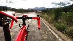 Visão do ciclista. Treino duro de crono. #specializedbikes #specializedbr #tarmac #stravacycling #stravaphoto #strava #stravaproveit #garmin #garminconnect #oakley #roval #ciclismo #ciclyng #bike #bikes #treino #fitnnes #fit #aerobico by ffmeira