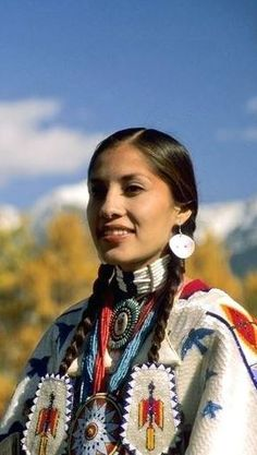 Zapato Tutorial and Ideas American Indian Girl, Native American Girls, Native American Quotes, Native American Beauty, Native American Tribes, Native American History, American Pride, Indian Girls, American Indians