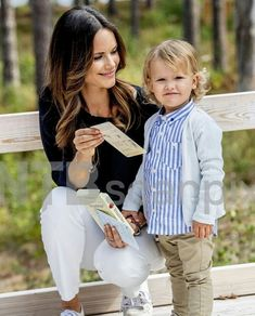 Prince Carl Philip, Princess Sofia and Prince Alexander. Princess Sofia Of Sweden, Princess Victoria Of Sweden, Royal Princess, Beauty And Fashion, Fashion Looks, Royal Fashion, Prince Carl Philip, Mickey Mouse Clubhouse, Minnie Mouse