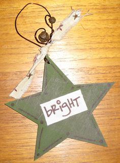 Creative Christmas Ornament. DIY tutorial http://blog.craft.ly/2011/12/06/crafting-is-about-giving-too/
