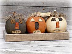 Primitive Pumpkins in Wooden Crate ~ Primitive Halloween ~ Primitive Decor ~ Primitive Fall D. - Primitive Pumpkins in Wooden Crate ~ Primitive Halloween ~ Primitive Decor ~ Primitive Fall Decor ~ - Primitive Autumn, Primitive Pumpkin, Primitive Crafts, Primitive Ornaments, Primitive Stitchery, Primitive Patterns, Primitive Snowmen, Primitive Country, Wood Crafts