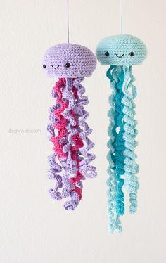 Cute crochet jellyfish, FREE pattern! | www.1dogwoof.com