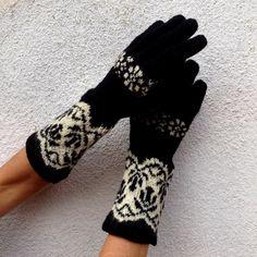 Warm Black / White Stranded Norwegian Gloves by domklary on Etsy
