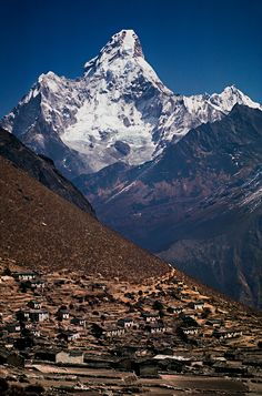 Ama Dablam peak, Nepal Nepal Travel Honeymoon Backpack Backpacking Vacation South Asia Budget Off the Beaten Path Trekking Bucket List Tibet, Beautiful World, Beautiful Places, Mount Everest, Landscape Photography, Nature Photography, Places To Travel, Places To Visit, Mountain Love