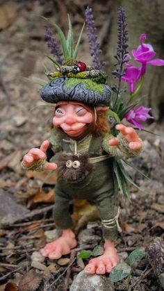 REAL GOBLIN. OOAK criatura fantástica pixie de la maleza duende por GoblinsLab. MYTHICAL CREATURE. Fairies and Goblins.  Handmade. Ooak Doll. criatura fantástica por GoblinsLab. Criaturas Fantásticas hechas a mano, por Moisés Espino. The Goblin´s Lab. Madrid. Criaturas 100% hechas a mano. Duendes, Hadas, Trolls, Goblins, Brownies, Fairies, Elfs, Gnomes, Pixies....  *Artist Links:  http://thegoblinslab.blogspot.com.es/ https://www.etsy.com/shop/GoblinsLab http://goblinslab.deviantart.com/