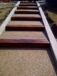 escalier en bton dsactiv et nez de marche en bois - Cour En Beton Color
