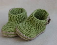 CROCHET PATTERN for Baby orange-beige booties with flower
