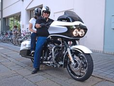 2012年8月16日ご来店  Harley FLTRXSE  CVO Road Glide Custom