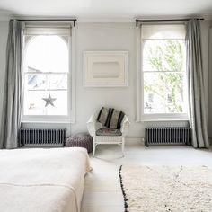 No need to struggle finding a radiator to fit under a large window. This radiator is one of the bisque radiator available from Simply Radiators. We're here to help! We offer a service to ensure your radiator fits and gives enough heat. #lowradiator #radiators
