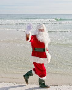 Happy Holidays from our Innisfree family to yours! Emerald Blue, Fort Walton Beach, Innisfree, White Sand Beach, Photo And Video, Happy Holidays, Merry Christmas, Hotels, Instagram
