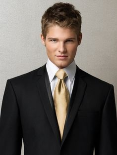 Adding a groomsmen tie in your accent color is the perfect way to incorporate the gentlemen into your bridal party