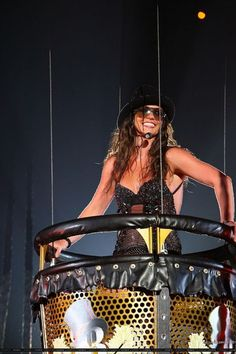 Britney Spears uses Infinity Sun on her Circus Tour