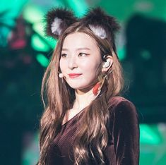 Red Velvet's Seulgi is part of the BeyHive and she's not afraid to show it!On February Sports Today uploaded their interview with Red Velvet on… Kpop Girl Groups, Korean Girl Groups, Kpop Girls, Sports Today, Bear Costume, Park Sooyoung, Kang Seulgi, Red Velvet Seulgi, Korean Singer