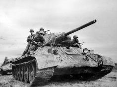 Советский танк Т-34 с танковым десантом перед атакой, Юго-Западный фронт [1]