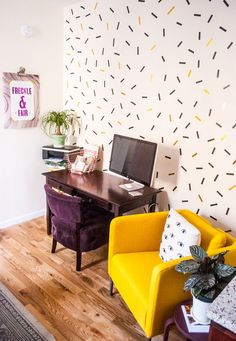 Confetti wall mural with washi tape. Easily bring some life to those white walls with this renter-friendly oversized confetti wall mural using only washi tape! Tape Wall Art, Diy Wall Art, Masking Tape Wall, Washi Tape Mural, Easy Wall Decor, Confetti Wall, Diy Home Decor, Room Decor, Washi Tape Diy