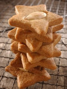 Shortbread with spices and almonds Cheesecake Recipes, Cookie Recipes, Snack Recipes, Dessert Recipes, Snacks, Biscotti Cookies, Galletas Cookies, Desserts With Biscuits, Homemade Pastries