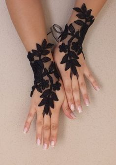 Black Wedding gloves french lace gloves bridal - bridal accessories french lace fingerless gloves, a very special and elegant. Individually on your wedding special and unique accessory. Very sleek Batman Wedding, Do It Yourself Jewelry, Wedding Gloves, Fru Fru, Black Wedding Dresses, Wedding Black, Quirky Wedding, Bridal Lace, Lace Wedding