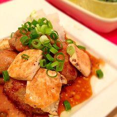 いつもはお醤油で作る照り焼きを、ポン酢でさっぱり味にアレンジ☆ お豆腐でカサ増しと、たっぷり大根おろしで消化もいいので、遅い夜ご飯にも最適です♪ - 11件のもぐもぐ - ☆鶏肉とお豆腐のポン酢照り焼き☆ by napico725