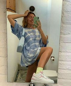 oversized summer blue tie-dye t-shirt, worn as dress Classy Outfit, Cute Casual Outfits, Beach Outfits, Mode Outfits, Fashion Outfits, Fashion Hacks, Fashion Clothes, Hipster Clothing, Fashion Tips