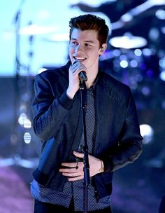 Singer Shawn Mendes performs onstage at the 2017 iHeartRadio Music Awards which broadcast live on Turner's TBS, TNT, and truTV at The Forum on March 2017 in Inglewood, California. Shawn Mendes Tour, Shawn Mendes Songs, Shawn Mendes Quotes, Shawn Mendes Lieder, Mendes Army, Shawn Mendes Wallpaper, Star Wars, Magcon Boys, Music Awards