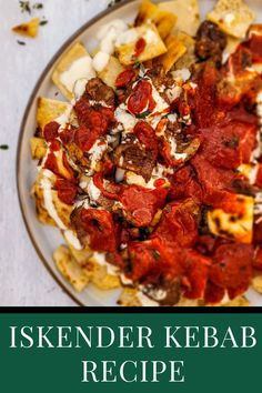 Although there are at least a dozen types of kebabs in traditional Turkish cuisine, Iskender Kebab is one of the most famous. Of course, besides the doner kebab. However, legend has it that they have a common past. Both were invented by the same person – Iskender Efendi. Iskender Kebab is even named after him. Kebab Recipes, Salad Recipes, Turkish Kebab, Kebabs, Turkish Recipes, International Recipes, Bon Appetit, Meal Planning, Delish