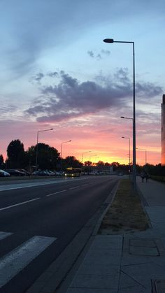 Sunset Wallpaper, Tumblr Wallpaper, Wallpaper Backgrounds, Pretty Sky, Beautiful Sky, Beautiful Pictures, Aesthetic Iphone Wallpaper, Aesthetic Wallpapers, Sky Aesthetic