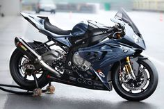 BMW if I ever got a bike it would be a BMW one Bmw Sport, Bmw 1000rr, Side Car, Custom Sport Bikes, Cool Motorcycles, Kawasaki Motorcycles, Sportbikes, Hot Bikes, Street Bikes