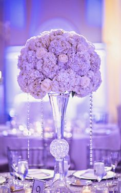 Today we're bringing you a sea of pretty courtesy of the 29th Edition of our series 12 Stunning Centerpieces. If this isn't a great way to start off a great week, then I don't know what it is. There are so many lovely and sweet flowers that make up this round-up, you are bound to read more...