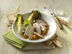 Geflügelsalat mit Brie, Aprikosen und Walnusskernen #Haehnchen #Gefluegel #Rezept #Rezepte #Genuss #Kochen #Salat #Brie #Aprikosen