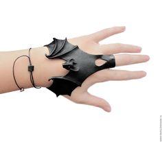 Купить Браслет - Владычица ночи))) - черный, летучая мышка, кожаный браслет женский
